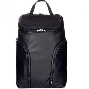 c49775f8a73 Comienzo hablando de una de las mochilas que más me han gustado en los  últimos meses. Me encanta por su diseño modero y sobre todo por la calidad  de los ...